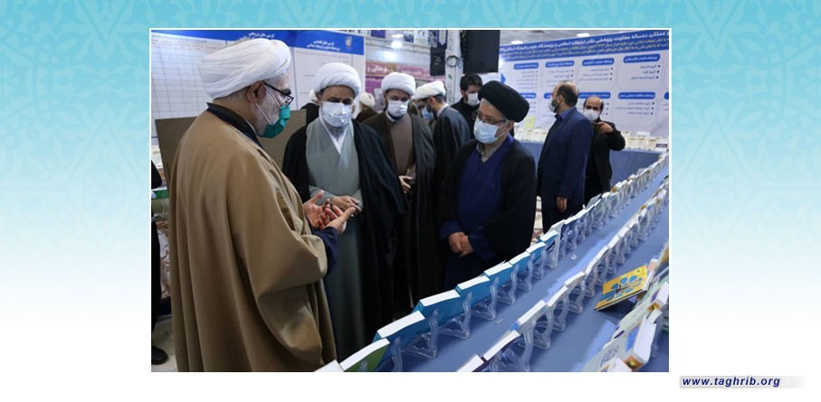 """الدكتور """" شهرياري """" يزور معرض منجزات مكتب الاعلام الاسلامي في حوزة قم المقدسة"""